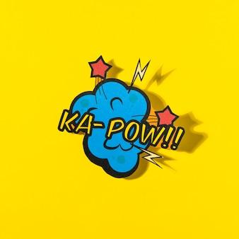 Comic-bucheffekt des k-pow-wortes auf gelbem hintergrund