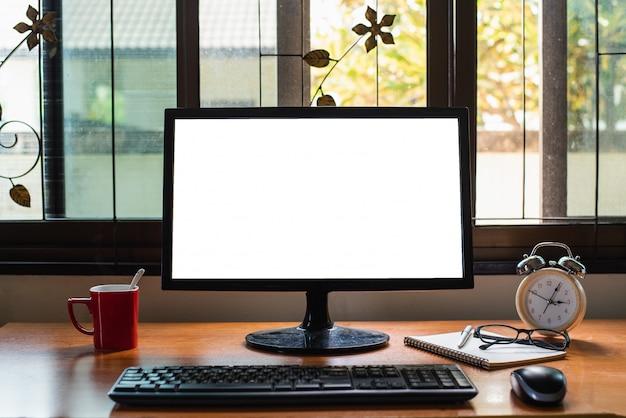 Computer auf dem bürotisch, geschäftskonzept