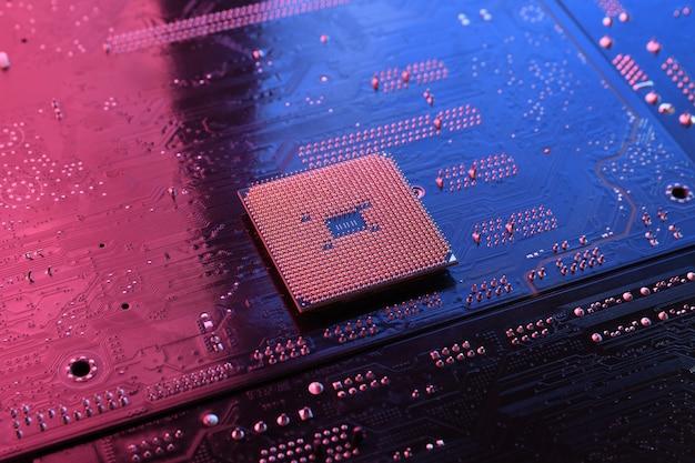 Computer-cpu-prozessorchip auf leiterplatte, hauptplatine
