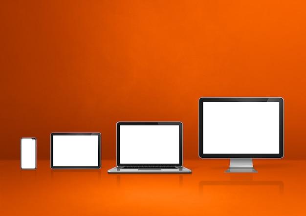 Computer, laptop, handy und digitales tablet pc - orange schreibtisch hintergrund.