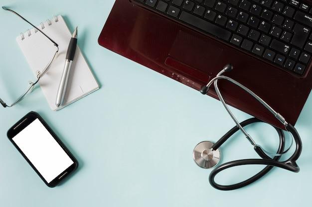 Computer mit medizinischer ausrüstung