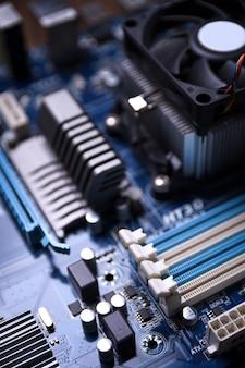 Computer-motherboard und elektronische komponenten