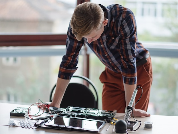 Computeringenieur laptop wissenschaft technologie design