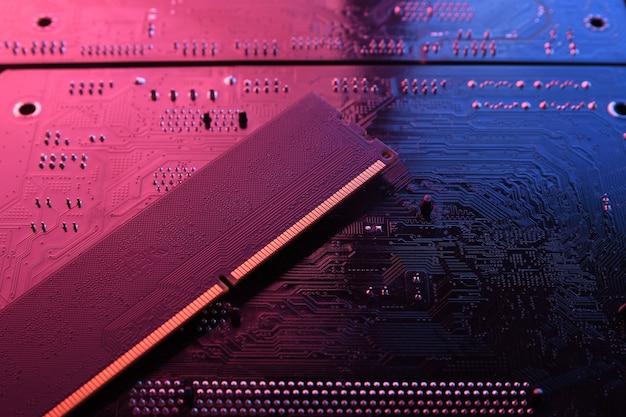Computerspeicher-ram auf der hauptplatine der schaltung