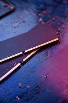 Computerspeicher ram auf der hauptplatine. nahansicht. system, hauptspeicher, arbeitsspeicher, onboard, computerdetails. computerteile . ddr3. ddr4. ddr5