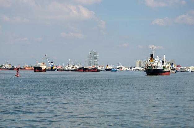 Container-frachtschiff