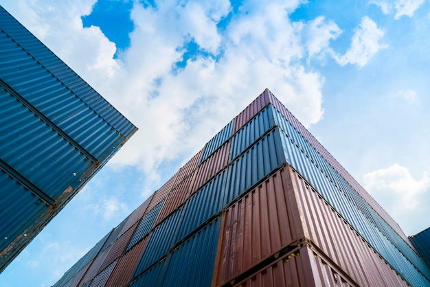 Containerbox in der import-export-logistikzone