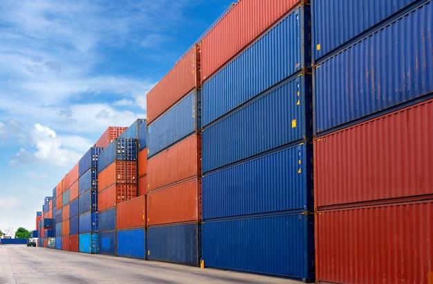 Containerhof hintergrund für logistikimport exportgeschäft