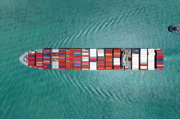 Containerschiff im export- und importgeschäft