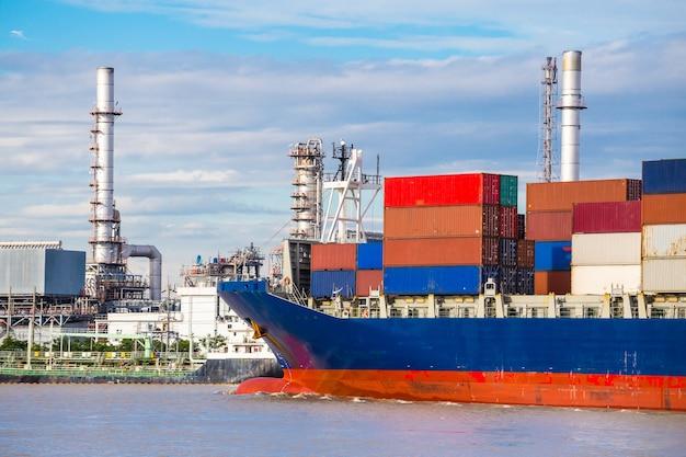 Containerschiff im import export und business logistik