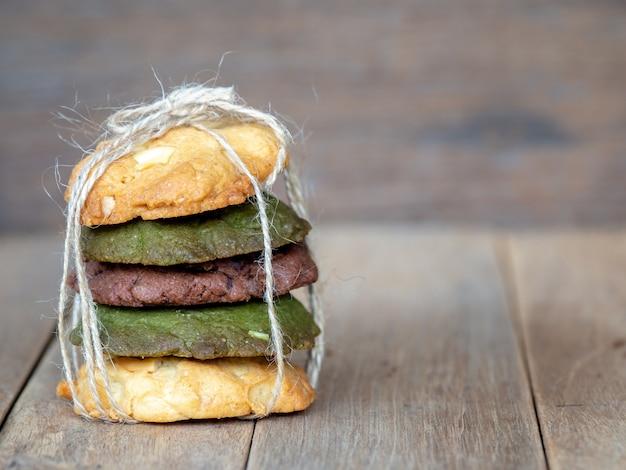 Cookies einschließlich erdnussbutter, grüntee-cookies und chocolate chip cookies.