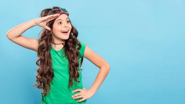 Copy-space-girl mit fliegerbrille