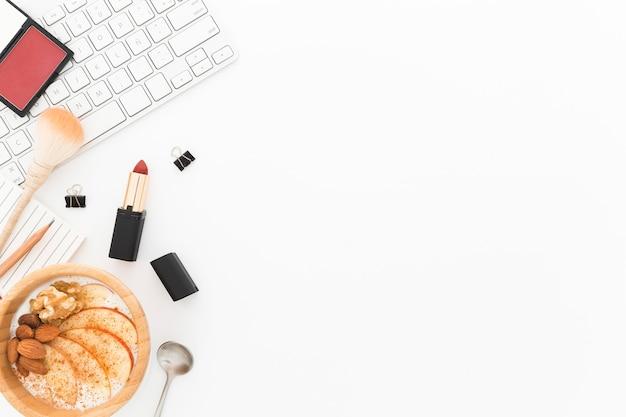 Copy-space-schüssel mit joghurt zum frühstück