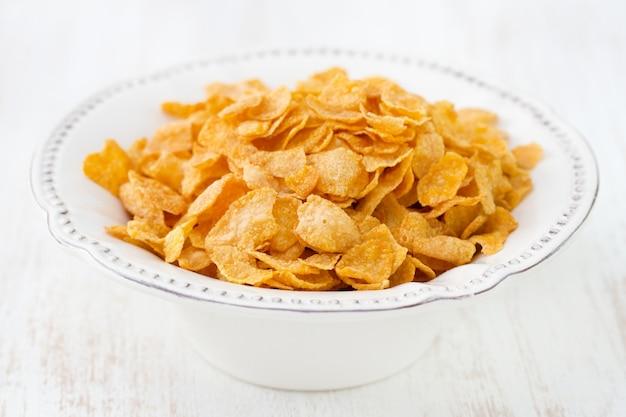 Cornflakes in weißen teller