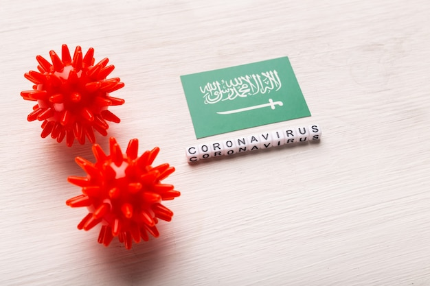 Coronavirus-angriffskonzept. saudi-arabien kämpft gegen covid-19. konzept, wie coronavirus auf saudi-arabien auf weiß angreift