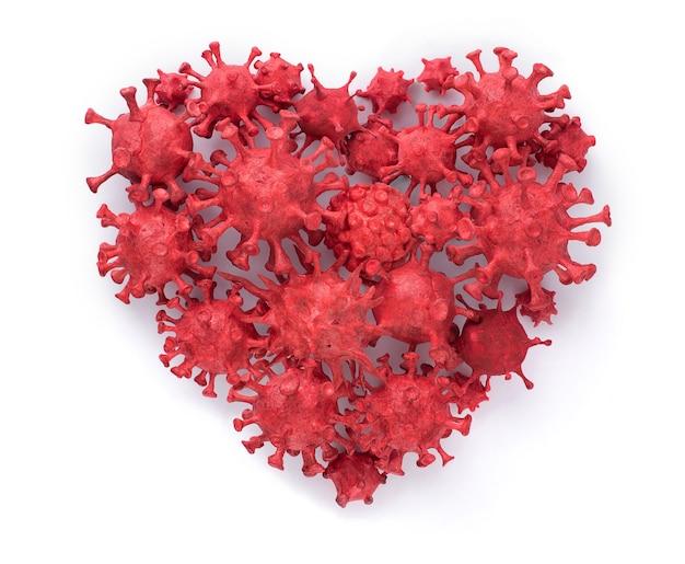 Coronavirus (covid-19), das durch formen von gemaltem ton gebaut wurde. zusammengesetzt in einer isolierten herzform