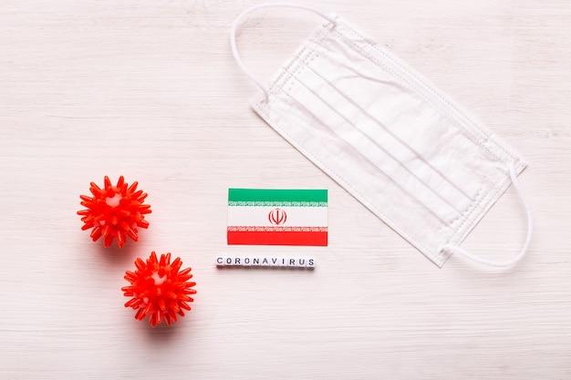 Coronavirus covid konzept draufsicht schützende atemmaske und flagge des iran