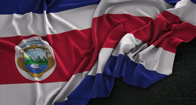 Costa rica fahne geknittert auf dunklem hintergrund 3d render