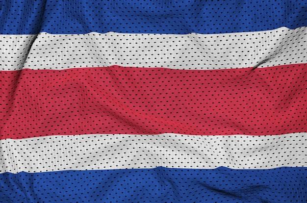 Costa rica-flagge auf einem sportswear-netz aus polyester-nylon