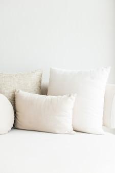 Couch mit kissen