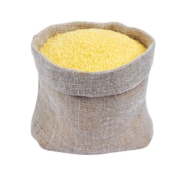 Couscous in der tasche lokalisiert auf weißem hintergrund