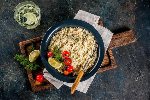 Couscous mit frischen kräutern