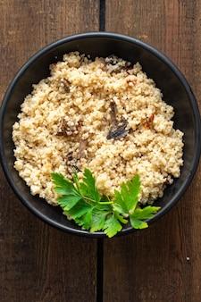 Couscous zweiter gang kein fleisch gemüse gewürze vorspeise frische portion