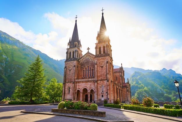 Covadonga katholisches schongebiet basilika asturien