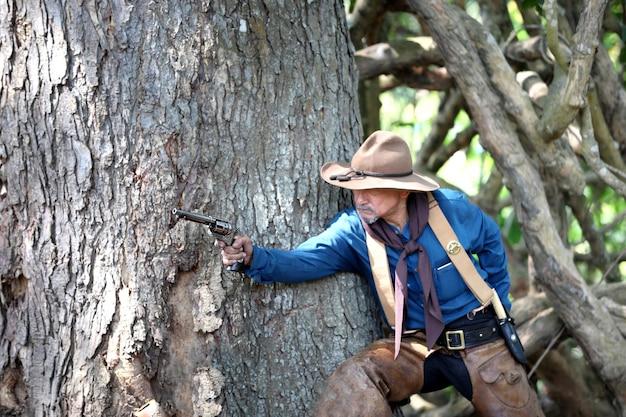 Cowboy mit gewehrkampf