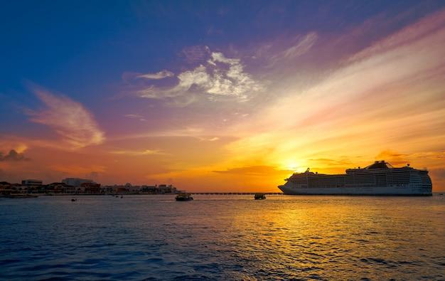 Cozumel-inselsonnenuntergangkreuzfahrt riviera maya