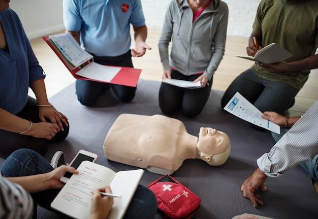 Cpr erste-hilfe-trainingskonzept
