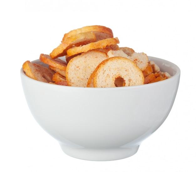 Cracker häufen auf weiß an