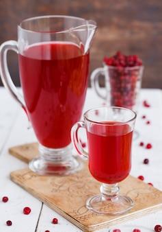 Cranberrysaft. sommergetränk für partys.
