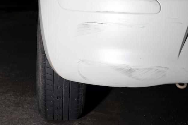 Crash heck weißes auto