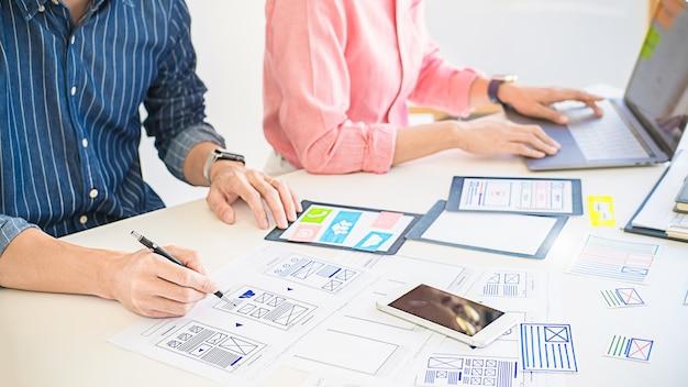Creative web designer planungsanwendung, framework für mobiltelefon. user experience (ux) -konzept.