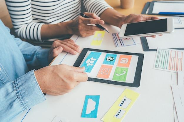 Creative web designer-planungsanwendung und entwicklung des vorlagenlayouts
