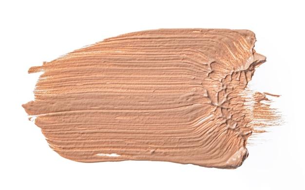 Creme foundation verschmierte flecken auf weiß isoliert