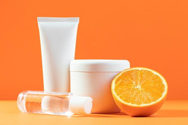 Cremes und orangenarrangement