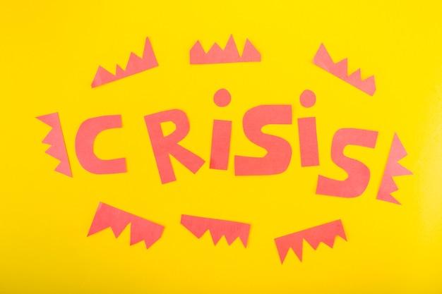 Crisis-schriftzug aus papier