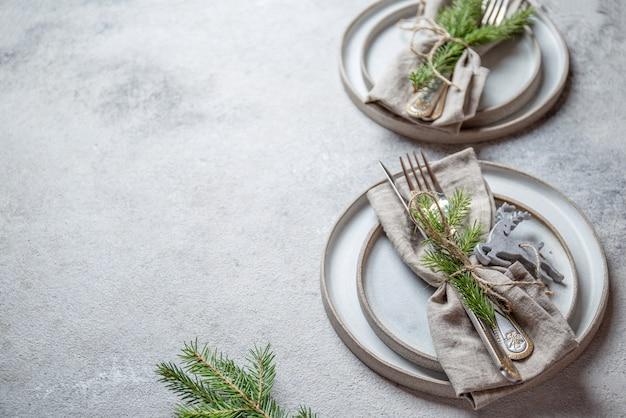 Cristmas tischbesteck mit weihnachtsdekoration