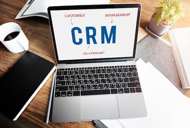 Crm-unternehmensstrategie marketingkonzept