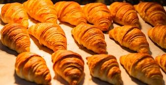 Croissants in einer Bäckerei