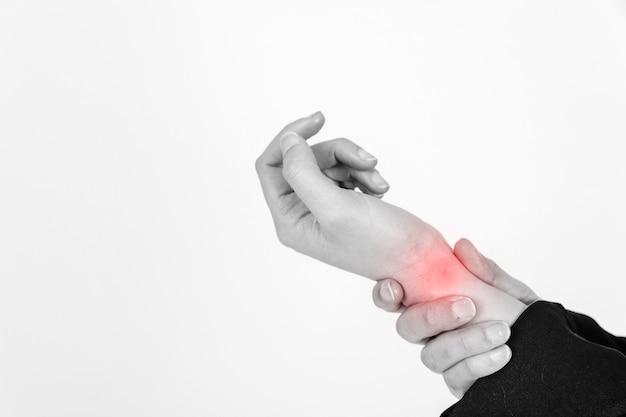 Crop hände mit verletzten handgelenk