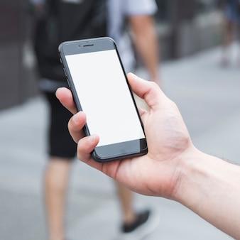 Crop hand mit smartphone