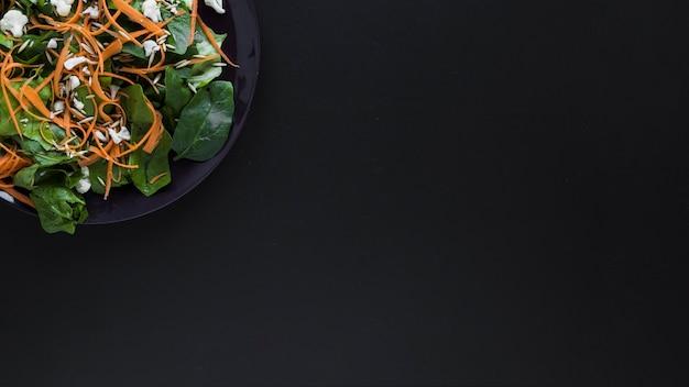 Crop platte mit gemüsesalat