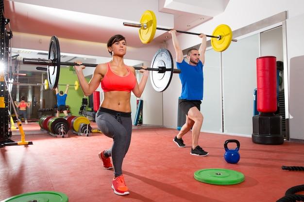 Crossfit-fitness-gym-gewichtheben-stabgruppe