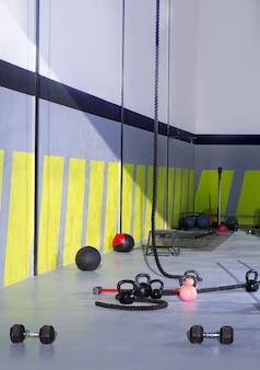 Crossfit-kettlebells-seile und hammer gym-wandbälle