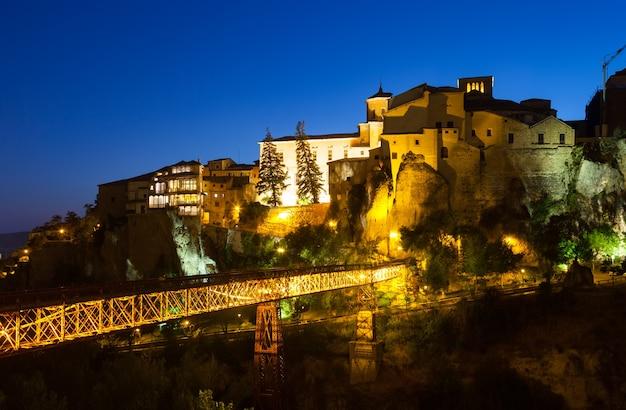 Cuenca in der nacht. spanien