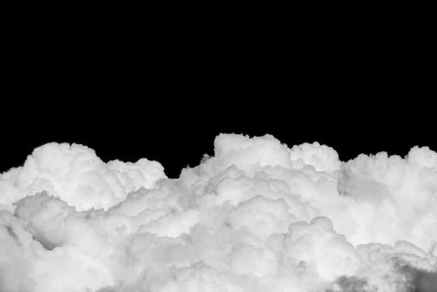 Cumuluswolke auf schwarzem himmelpanorama