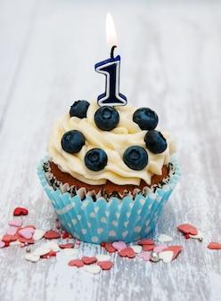 Cupcake mit einer kerze nummer eins
